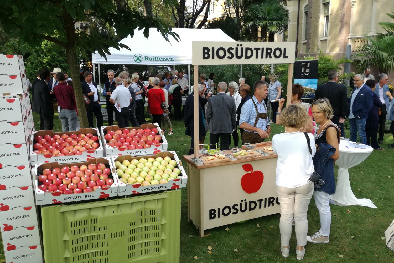 Apfelverkostungsstand Biosüdtirol